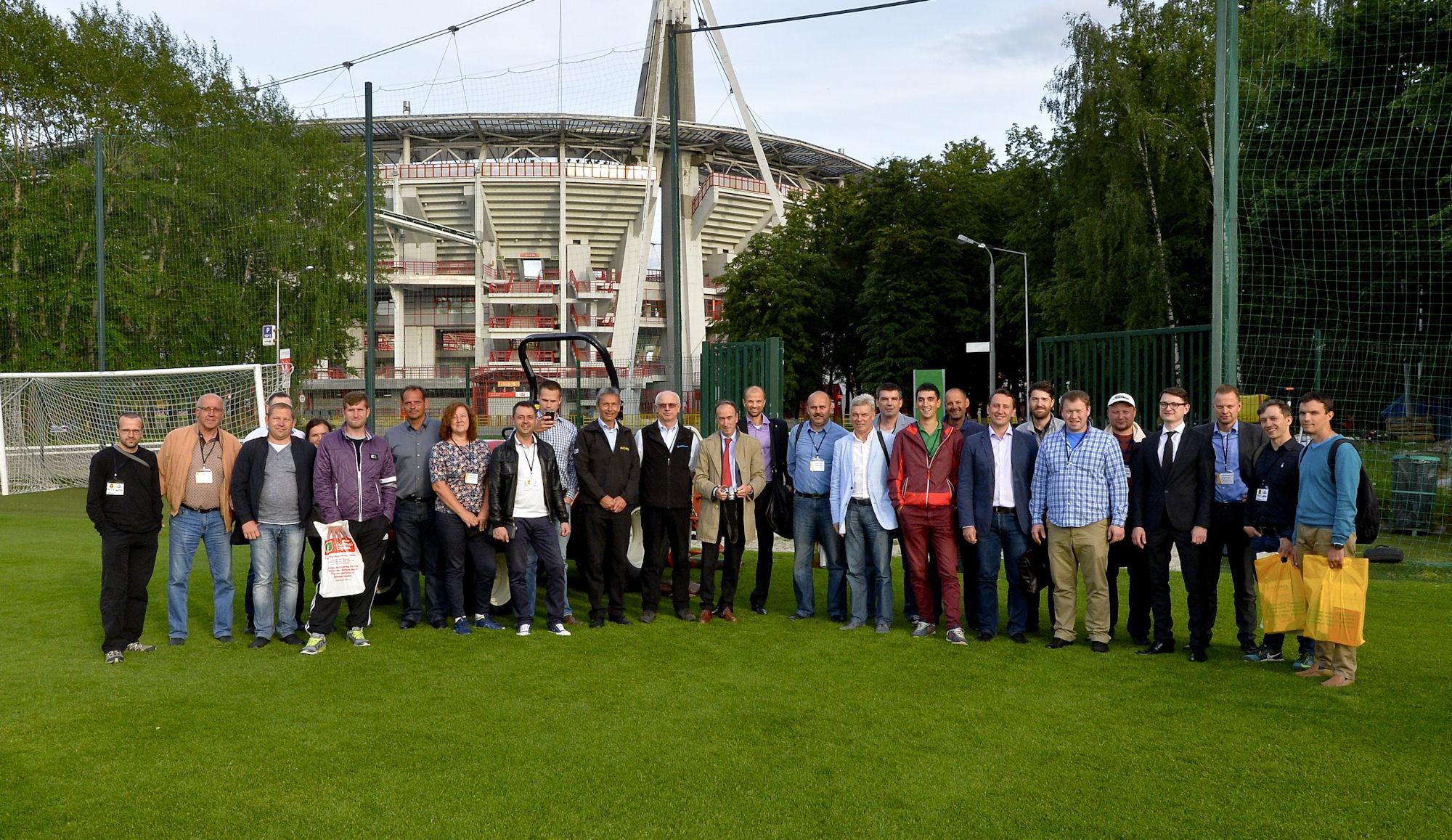 Участники семинара Подготовка футбольных полей к международным соревнованиям