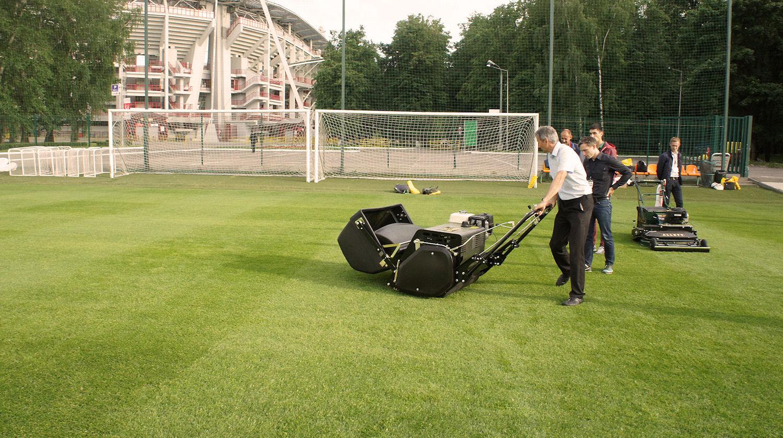 Тест-драйв техники для ухода за футбольными полями